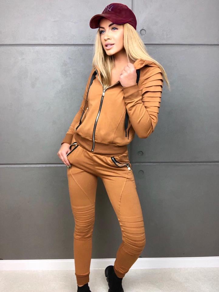 karmelowy komplet dresowy damski, w zestawie bluza na zamek i spodnie