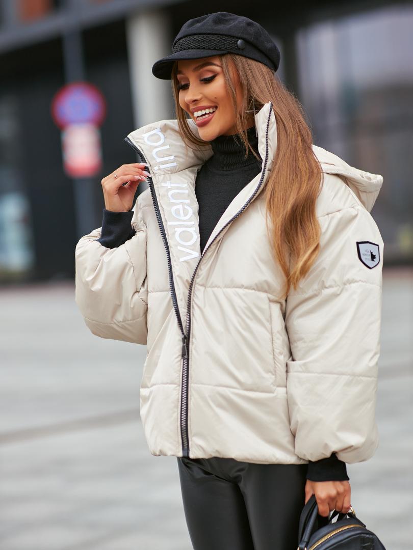ciepla damska kurtka zimowa z haftem po wewnetrznej stronie kremowa