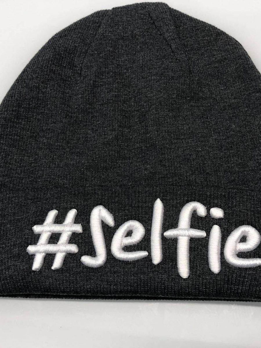 grafitowa czapka selfie1
