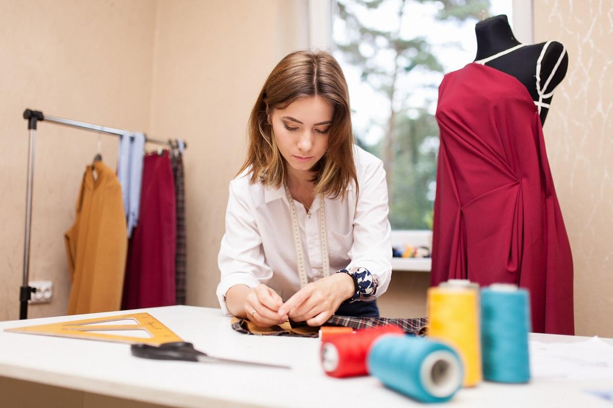 Ile może kosztować uszycie sukienki