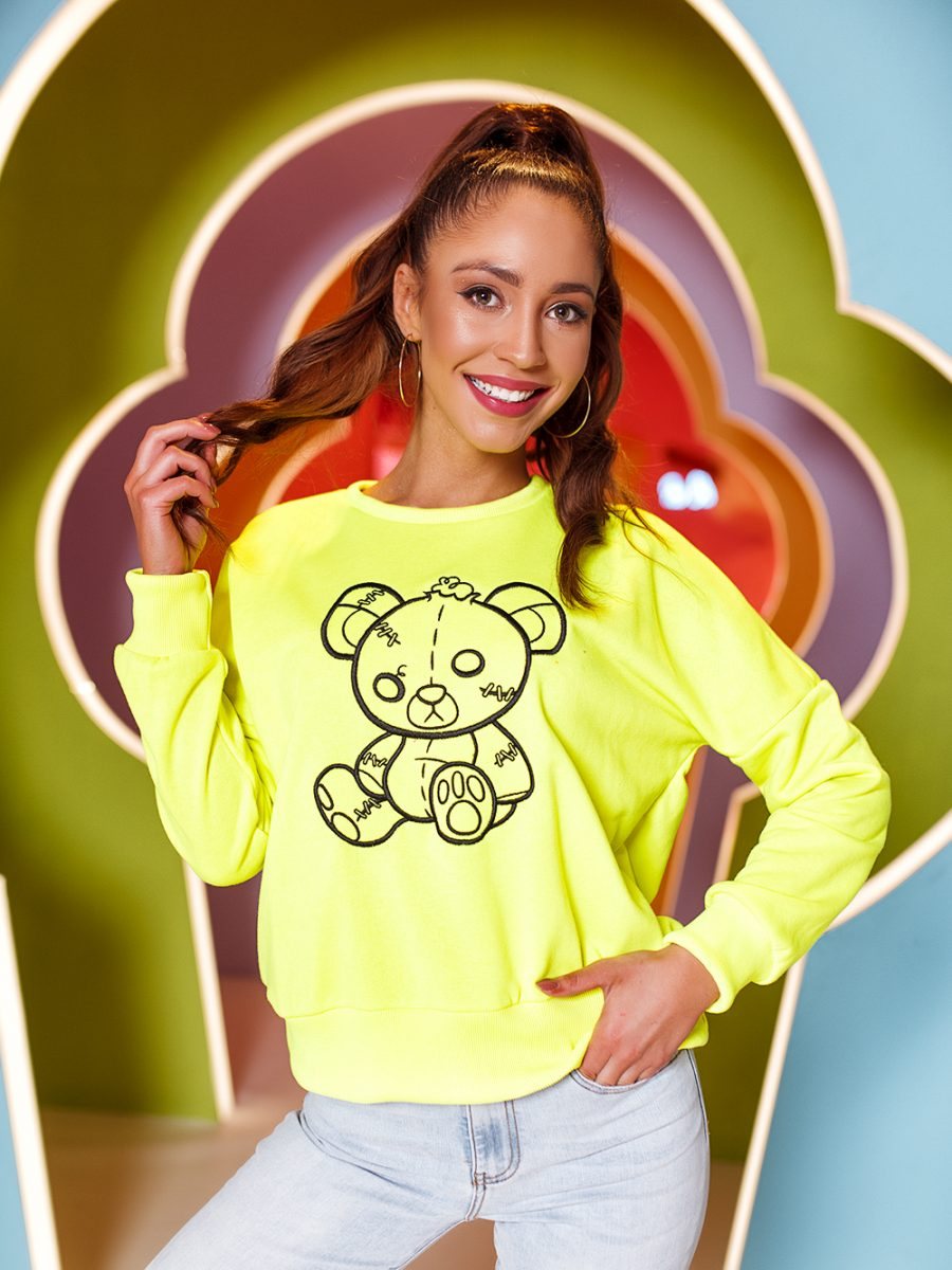 bluza z haftowanym misiem limonka (1)