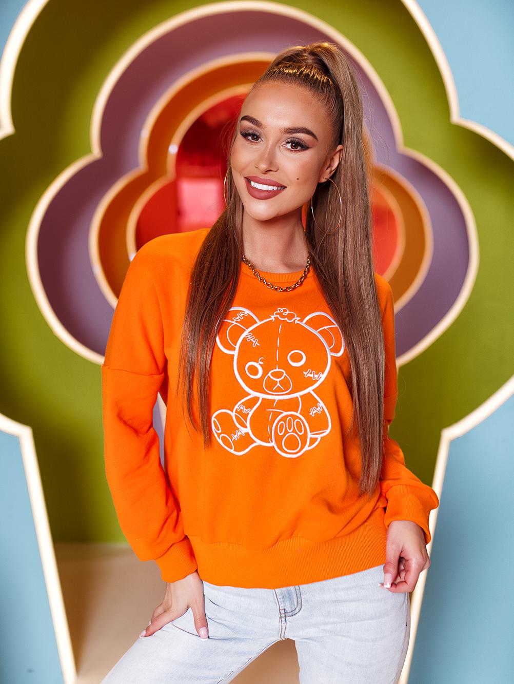 bluza z haftowanym misiem pomarancz (2)