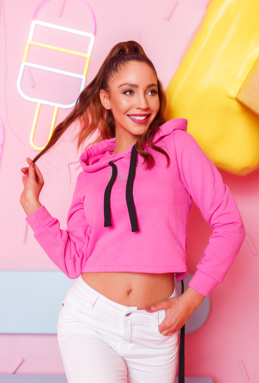 krotka bluza damska z cyrkoniami wiazana z tylu roz (1)