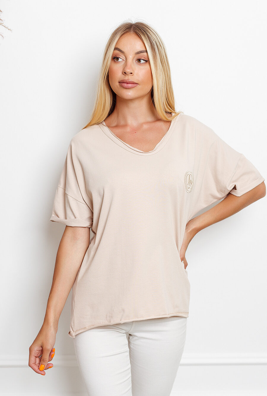T-shirt big size z haftowanym logiem beż