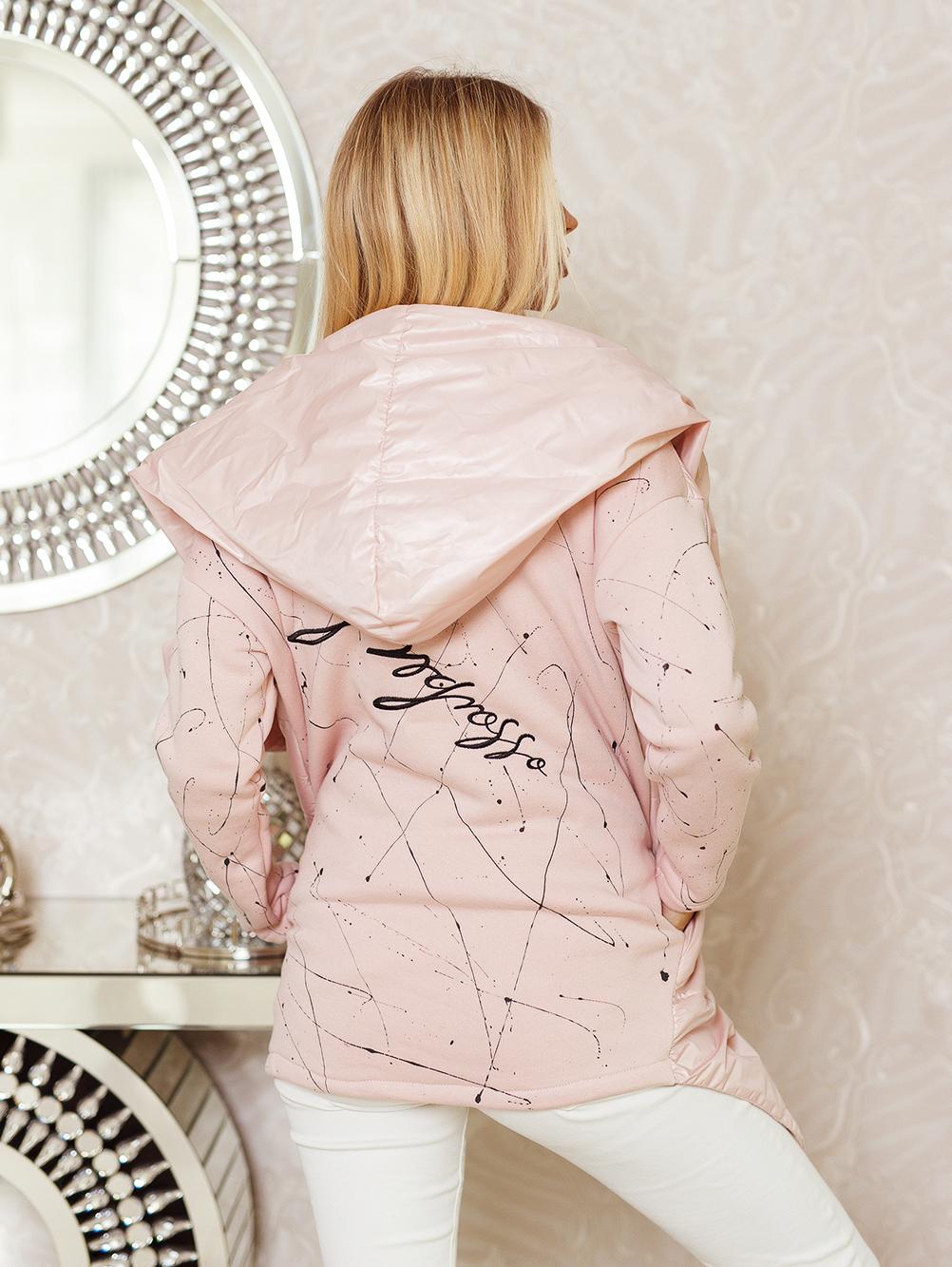narzutka damska nakrapiana z haftem na plecach pudrowy róż 4